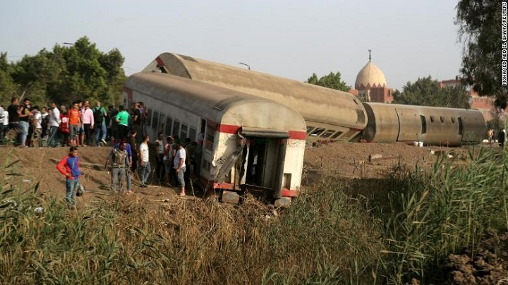 egypt-train-derails
